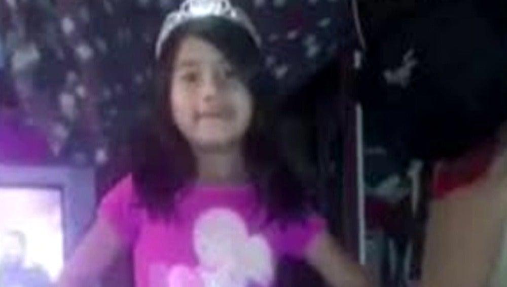 Frame 43.732477 de: La Policía arresta al presunto asesino de la niña de siete años que murió tras ser violada en Colombia
