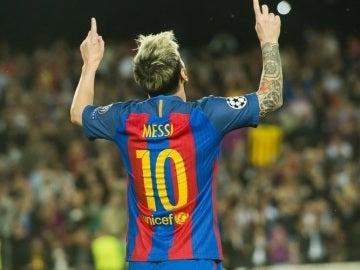 Messi celebra su gol ante el Borussia Mönchengladbach