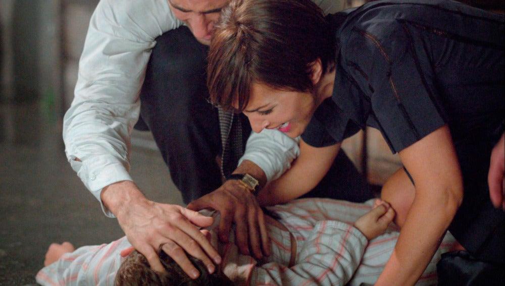Ana y Alberto abrazan a su hijo en estado inconsciente