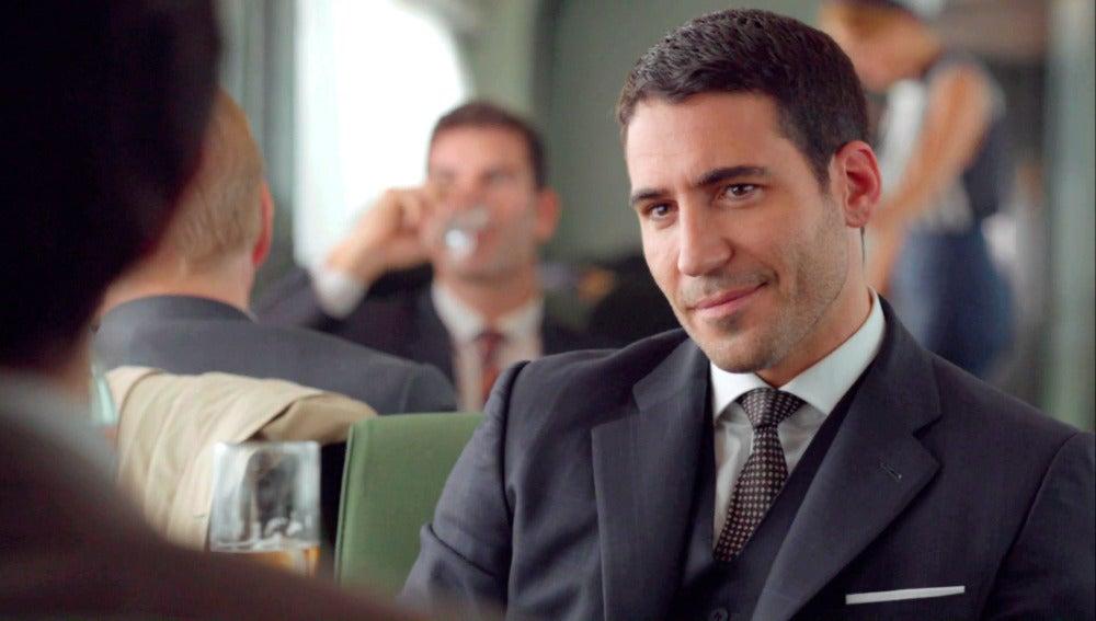 Alberto le confiesa a Mateo la razón por la que se alejó de Velvet