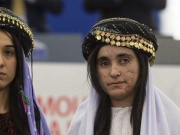 Nadia Murad (i) y Lamiya Aji Bashar, supervivientes de la esclavitud sexual de Daesh