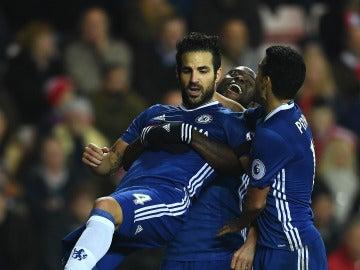 Cesc Fábregas celebra su gol con el Chelsea