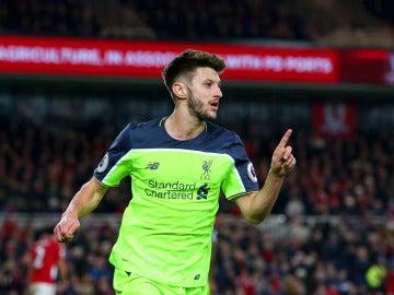 Adam Lallana, jugador del Liverpool, celebrando un gol