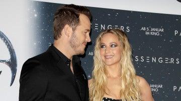 Jennifer Lawrence y Chris Pratt en la presentación de 'Passengers'