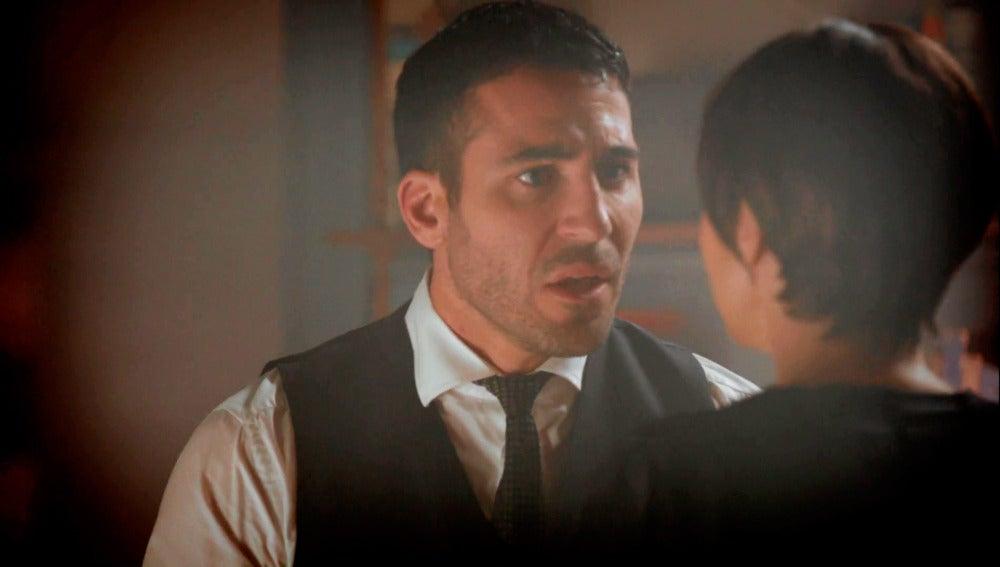 Ana le confiesa a Alberto entre lágrimas que tienen un hijo