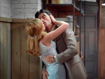 Clara y Mateo recuperan la pasión tras días en la distancia