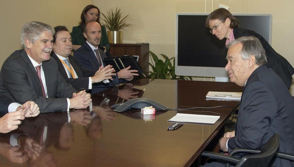 Alfonso Dastis reunido en la sede de la ONU