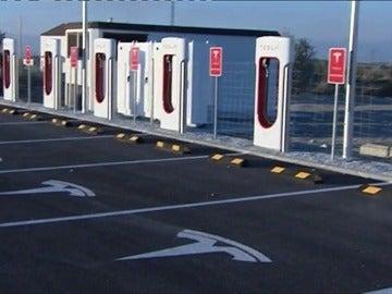 Frame 53.584278 de: Uber presenta en Madrid el lanzamiento mundial de su flota Tesla de coches totalmente elécticos