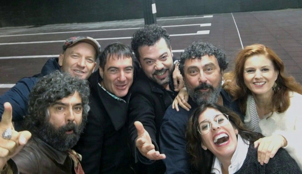 Frame 33.348864 de: Un selfie final para terminar con el reencuentro de Los Hombres de Paco