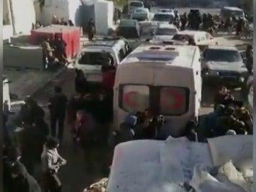 Frame 9.311254 de: El Gobierno sirio y las fuerzas de la oposición acuerdan un nuevo alto al fuego y comienzan a evacuar a los heridos en Alepo