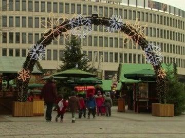 Frame 1.390263 de: Detienen a un niño de 12 años y de origen iraquí por intentar estallar una bomba en un mercado de Navidad en Alemania