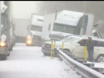Frame 22.668324 de: Advierten a millones de estadounidenses que tomen medidas contra la congelación y la hipotermia