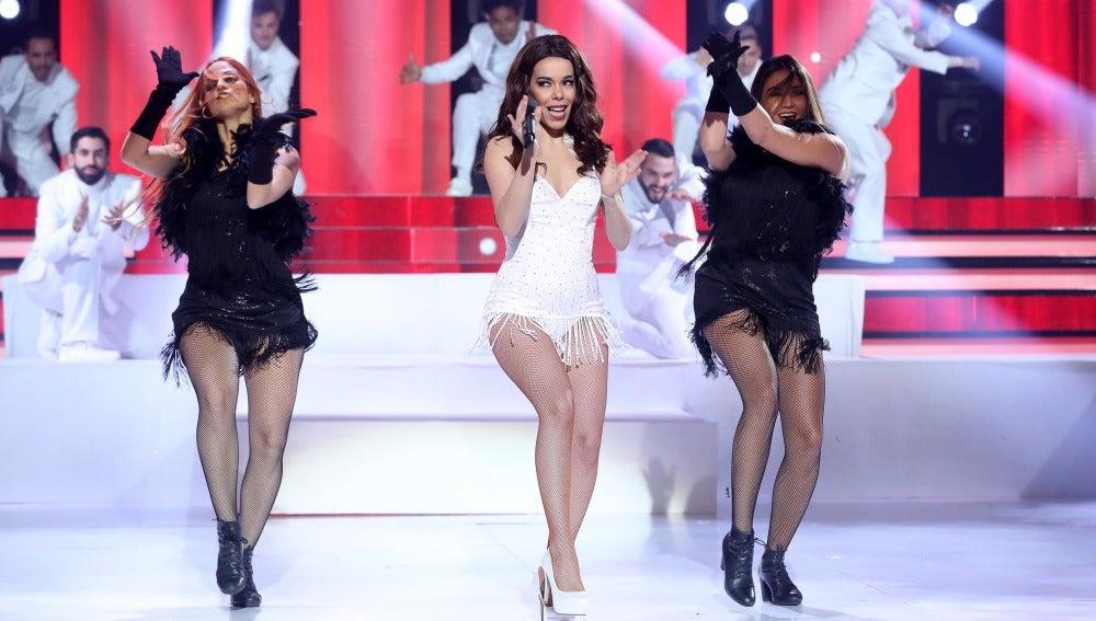 Beatriz Luengo combina a la perfección la elegancia y sensualidad de Ariana Grande en 'Focus'