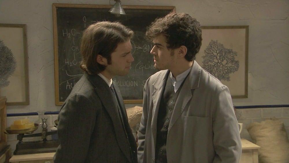 Ismael invita a Matías a que le deje el camino libre