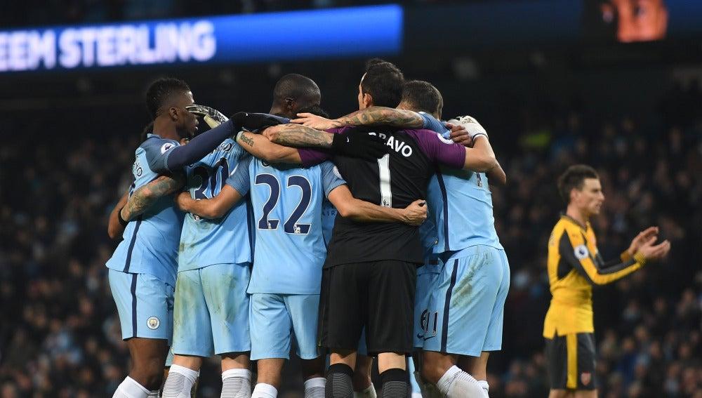 El Manchester City celebrando la victoria después del partido