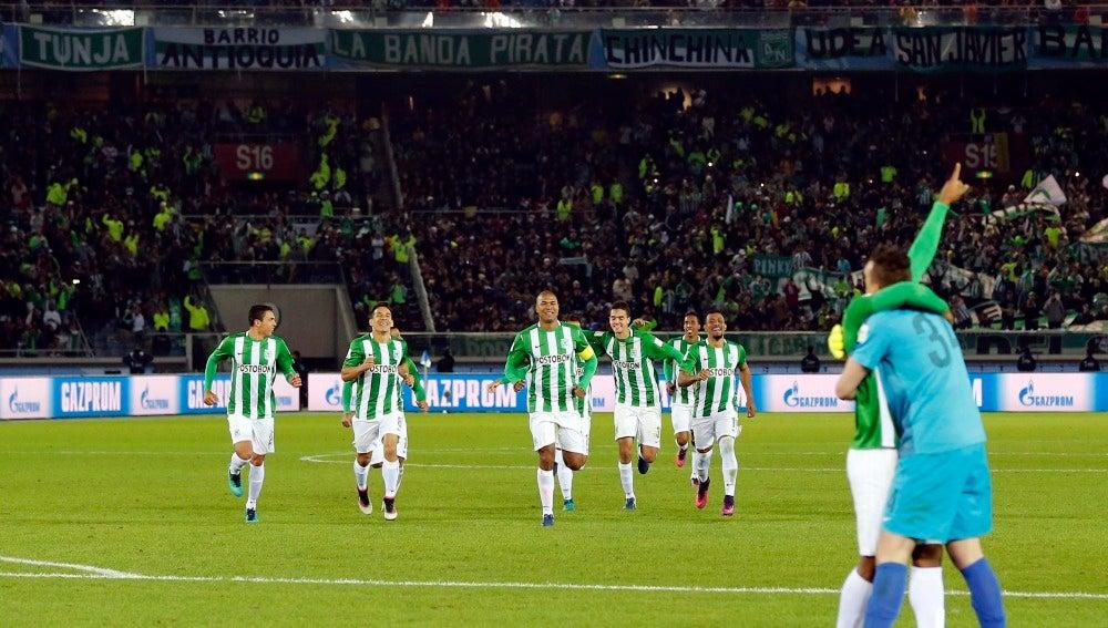 Miguel Borja y Franco Armani celebran la victoria