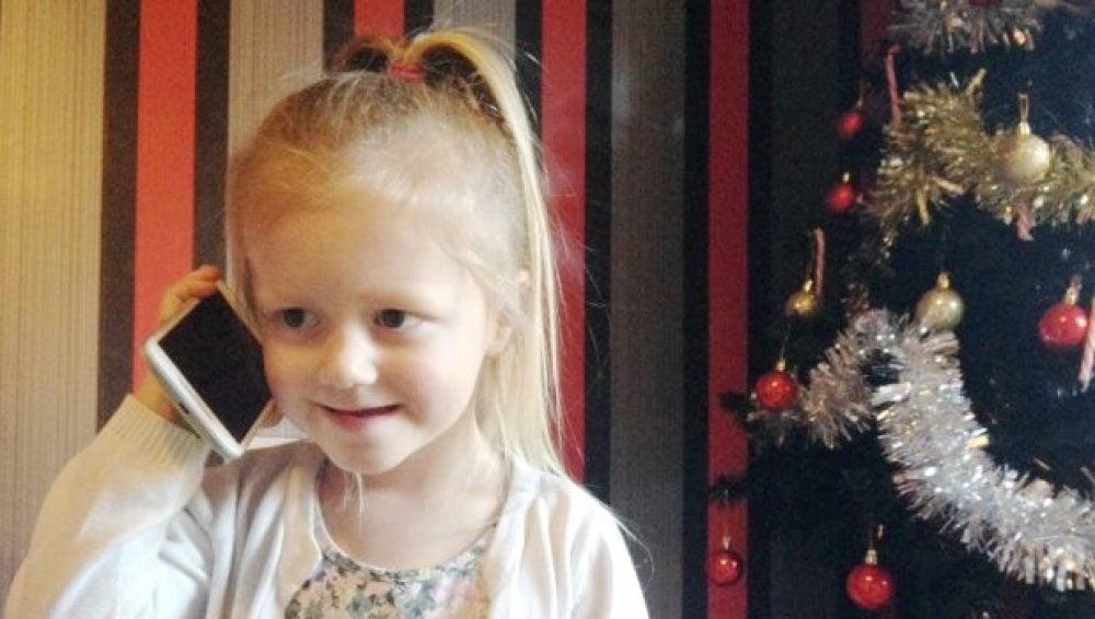 Amelia Thow, la niña que ha salvado la vida a su madre