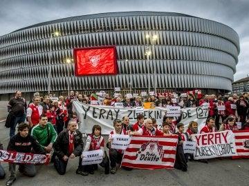 Penistas del Athletic muestran su apoyo a Yeray frente a San Mamés