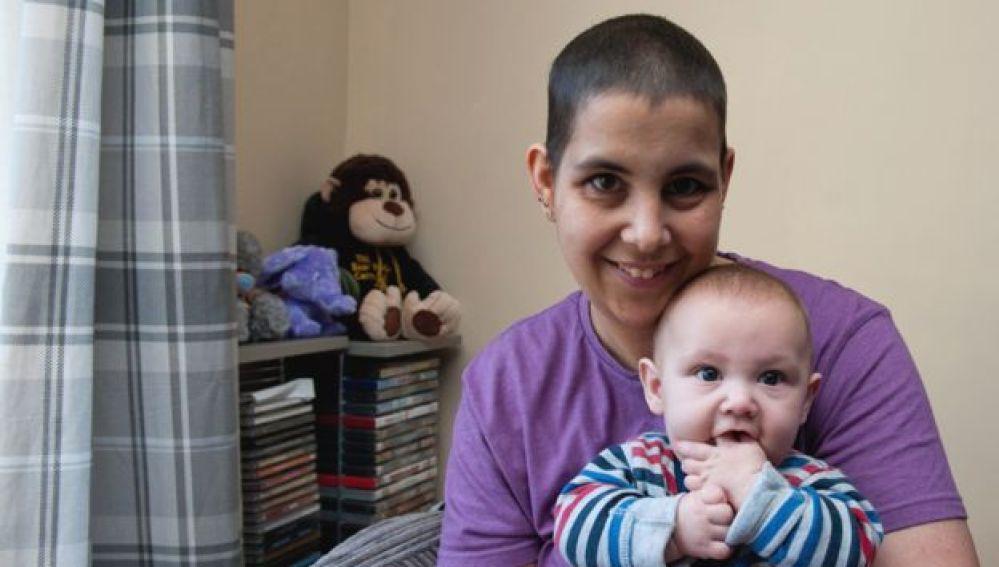 Karrie-ann y su hijo Kaiden