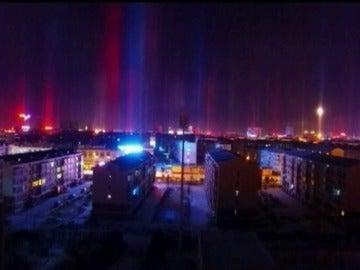 Frame 0.0 de: Un fenómeno meteorológico genera este espectáculo de luces y reflejos