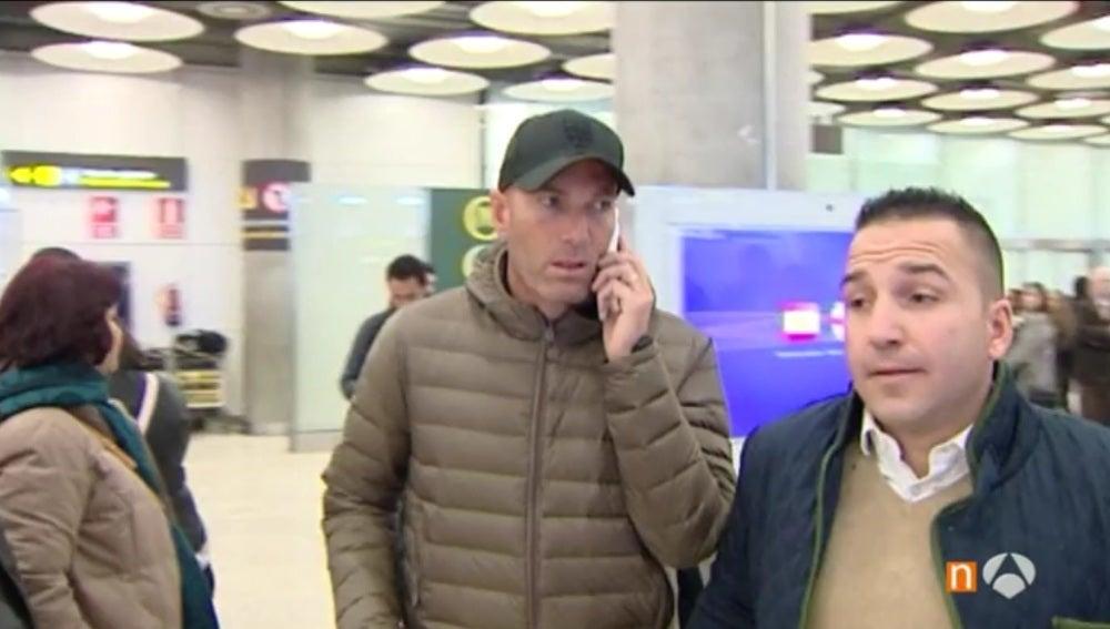 Zidane, a su llegada al aeropuerto de Barajas