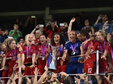 El Olympique de Lyon, nombrado mejor equipo de fútbol femenino del 2016 por la IFFHS