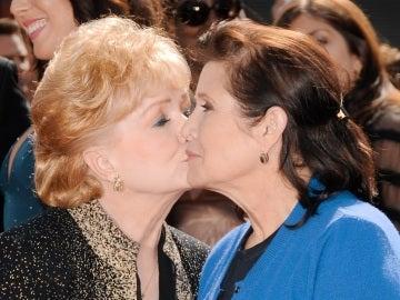 Debbie Reynolds junto a su hija Carrie Fisher