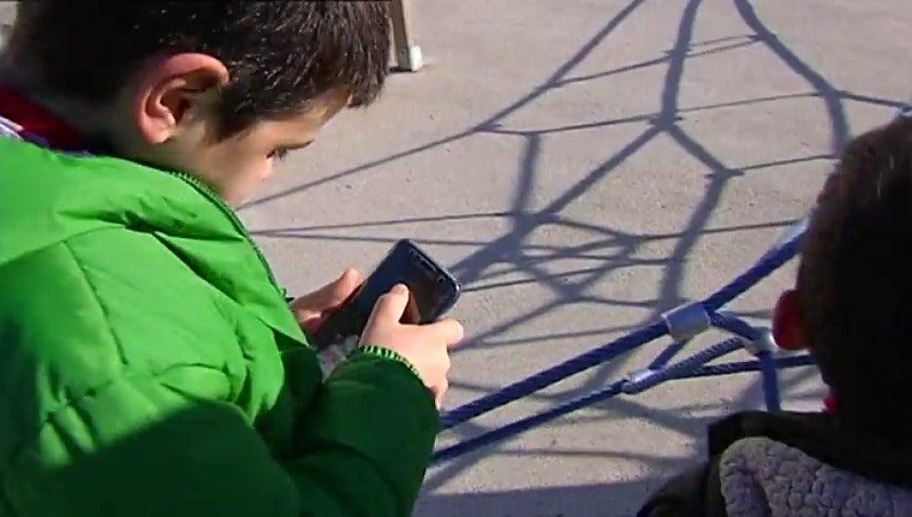 Frame 50.382531 de: El abuso tecnológico aumenta el riesgo de sufrir ludopatía en menores