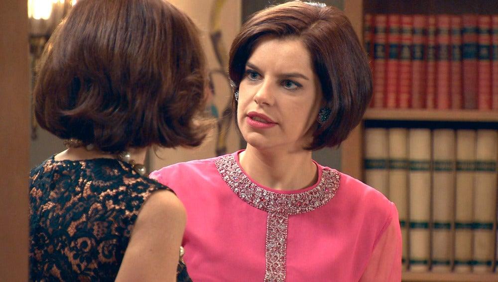 Marta siente que Ana María ha estropeado la Nochebuena en familia