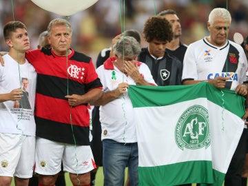 Homenaje a las víctimas del Chapecoense en Maracaná