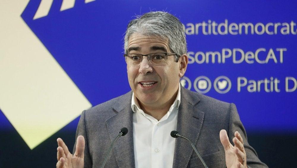El portavoz del Partido Demócrata (PDeCAT), Francesc Homs, durante la rueda de prensa que ha ofrecido, en la sede del partido, para valorar el auto que ha dictado el Tribunal Supremo