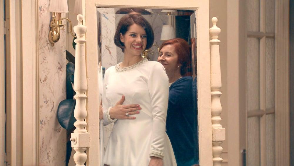 Marta, ilusionada con su primera prueba del vestido de novia