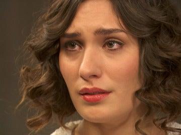 Camila busca desesperadamente el apoyo de don Anselmo
