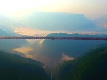 Frame 0.0 de: No apto para personas con vértigo... así es el puente más alto del mundo
