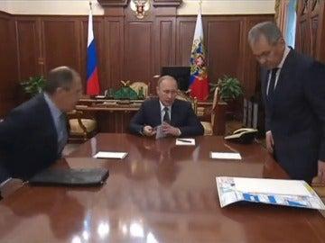 Frame 8.869024 de: Rusia no responderá expulsando a diplomáticos norteamericanos