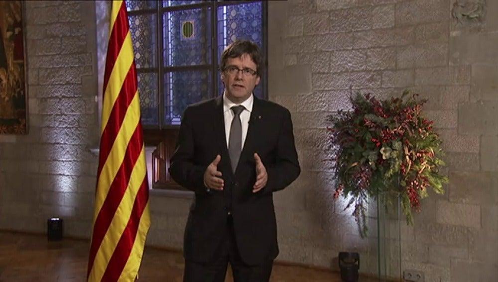 Frame 0.0 de: Puigdemont convocará un referéndum independentista en 2017