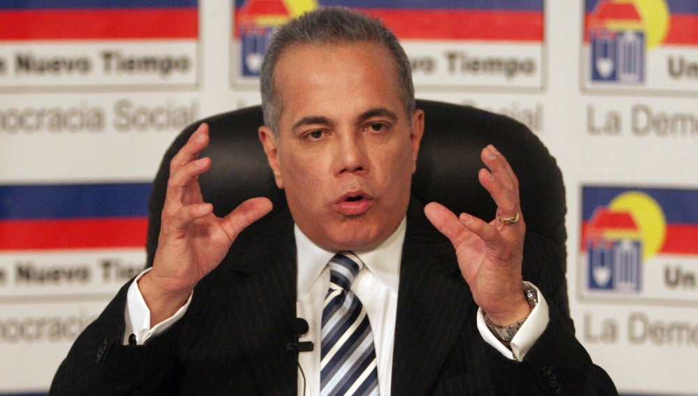 El político opositor venezolano Manuel Rosales, durante una rueda de prensa en octubre de 2009