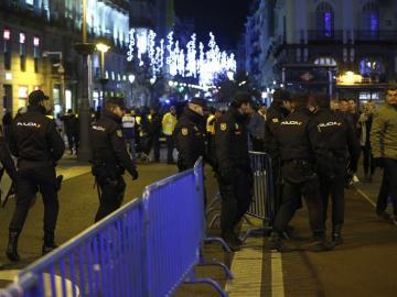La Policía Nacional desaloja la Puerta del Sol