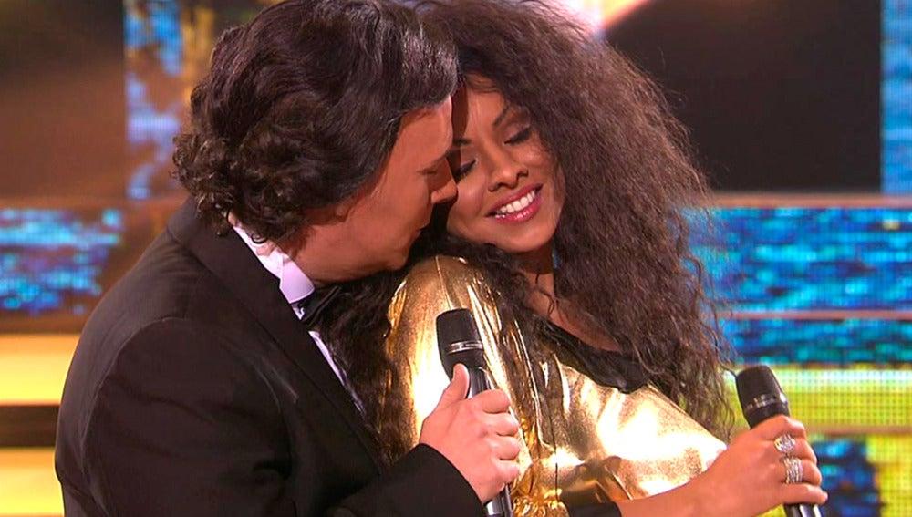 """Chenoa y Carlos Latre se convierten en 'los padres de España' como Diana Ross y Julio Iglesias y su tema """"All of you"""""""