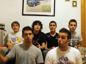 Frame 89.196333 de: Un grupo de jóvenes arrasa en internet con la música creada sólo con su voz gracias a la técnica del 'beatbox'