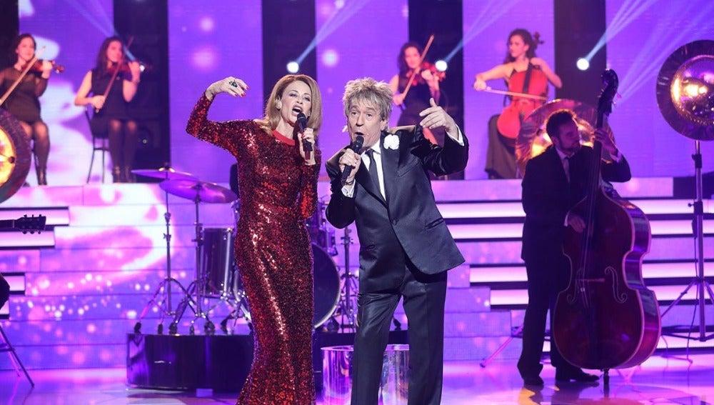 Esther Arroyo y Juan Muñoz nos sorprenden con una sesión de villancicos en inglés como Kylie Minogue y Rod Stewart