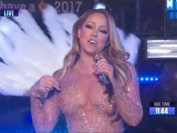 """Frame 4.291776 de: Mariah Carey tras su fiasco con un 'playback' muy mal disimulado en Times Square: """"Seguiré dando titulares en 2017"""""""