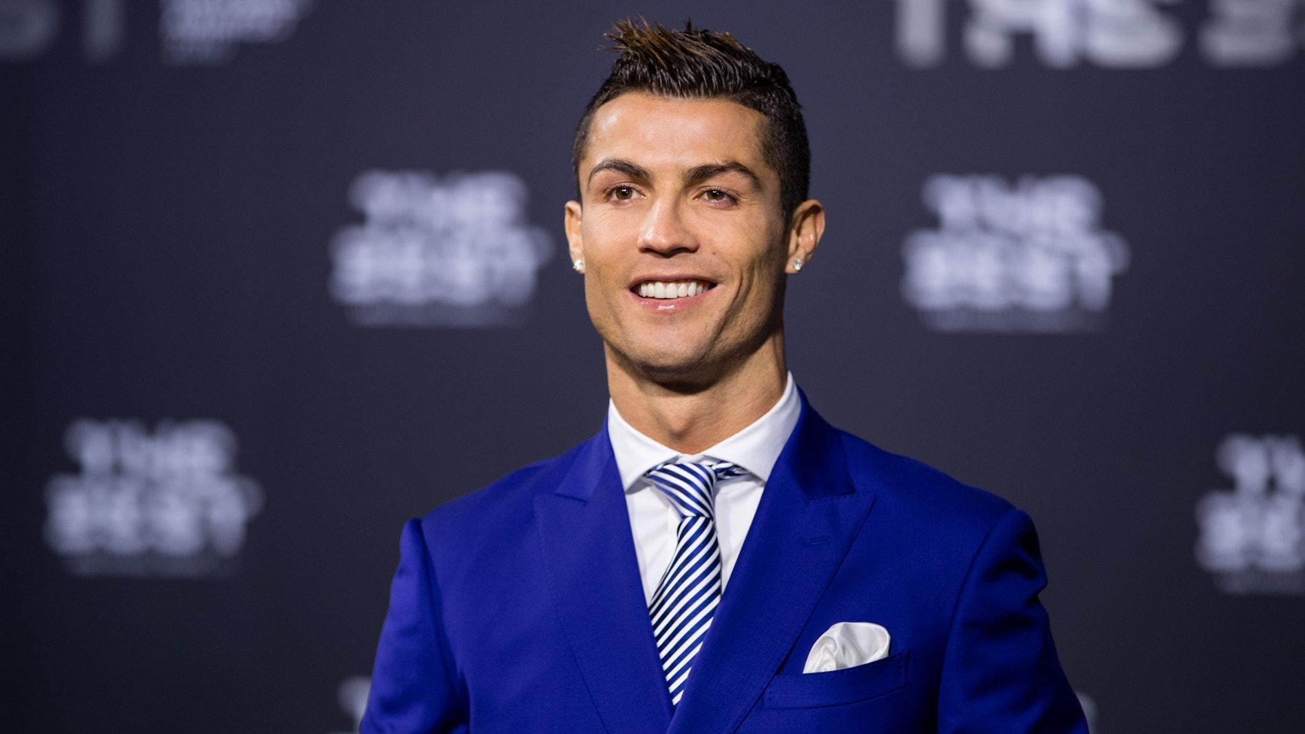 Cristiano Ronaldo posando en los premios 'The Best'