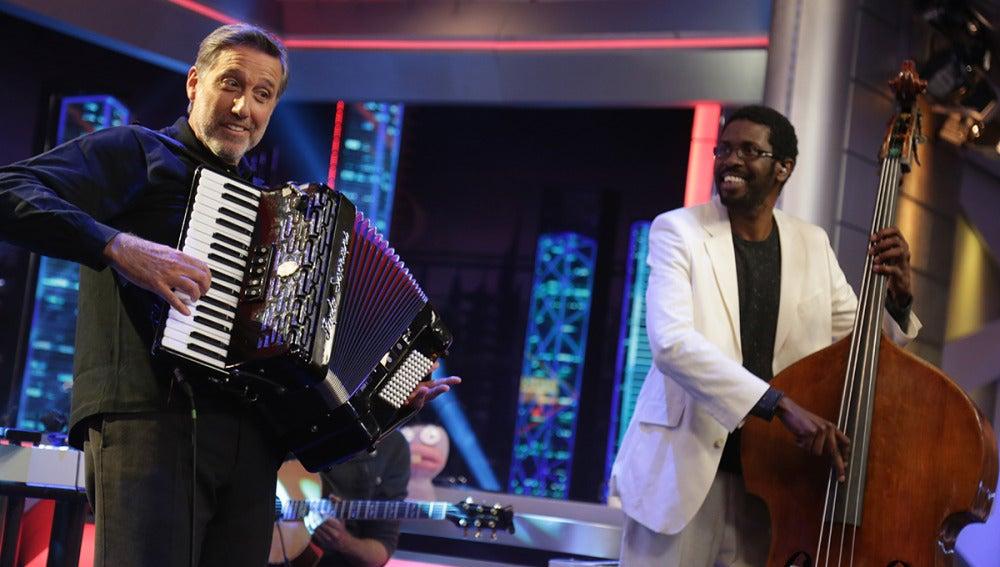 Emilio Aragón le dedica una canción a 'Pulsaciones', el nuevo thriller de Antena 3