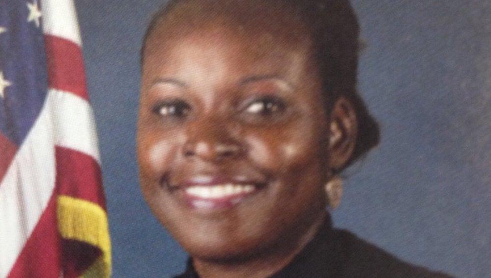 La sargento Debra Clayton ha fallecido a consecuencia de los disparos