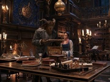 Dan Stevens y Emma Watson en 'La Bella y la Bestia'