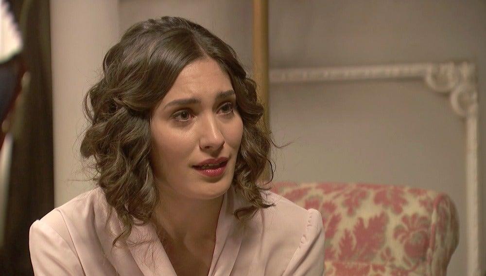 Camila, con la pena pintada en el rostro, confiesa su temor a Don Anselmo