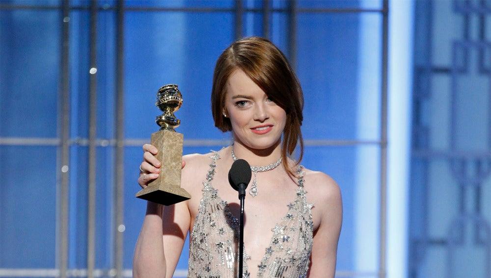 Emma Stone con su Globo de Oro