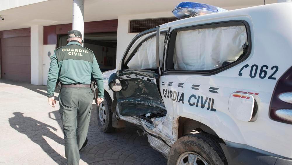 Así ha quedado el coche patrulla de la Guardia Civil