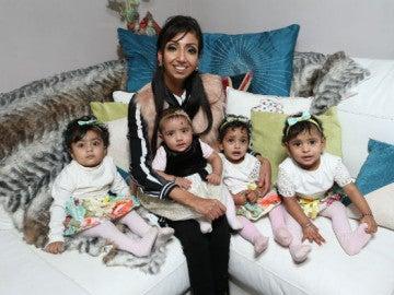 Lytina Kaur y sus cautro hijas